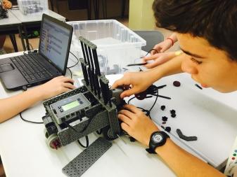 Construint un robot de Vex IQ